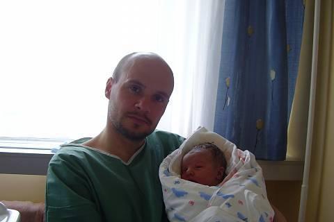 FOTKA -  hrdej tatínek