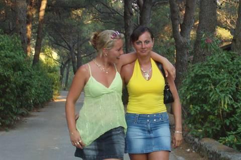 FOTKA - moje mamka ve žlutem tričku