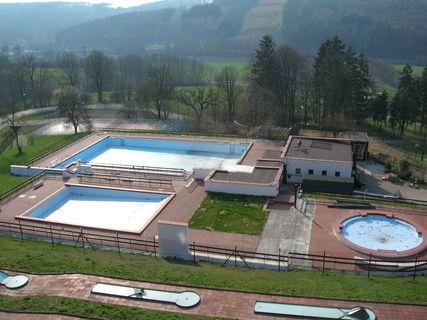 FOTKA - Bazény se připravují na sezonu