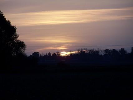 FOTKA - Svítání za vesnicí