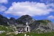 kaplička v klínu hor
