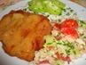 řízek se zeleninovým salátem