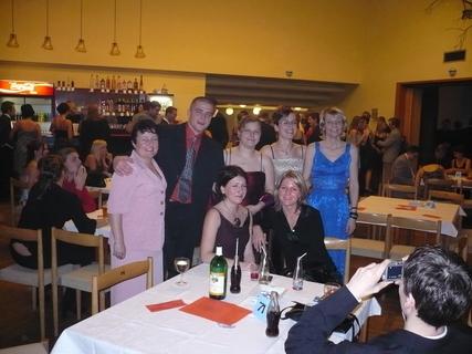FOTKA - Věk nehraje roli - studovat se dá kdykoli a ples mít taky :-)
