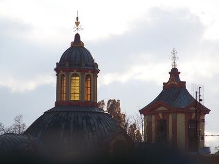 FOTKA - prosluněné věže kostela