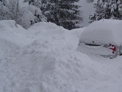 FOTKA - naše auto nám zapadlo