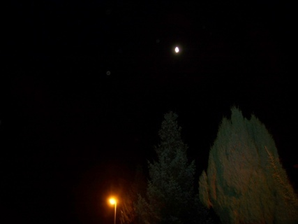 FOTKA - noční měsíc v ulici