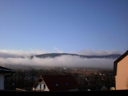 FOTKA - Serie:dnešní výhled  z okna na Ještědský hřeben/liberecko/ v 10.15 ráno .