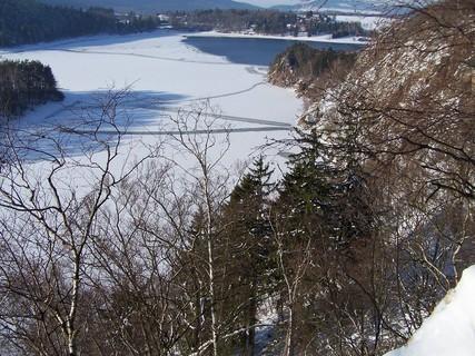 FOTKA - Částečně zamrzlá přehrada Seč