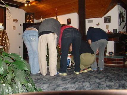 FOTKA - minisraz u vánočního stromečku
