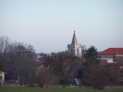 FOTKA - Kostelík uprostřed vesnice
