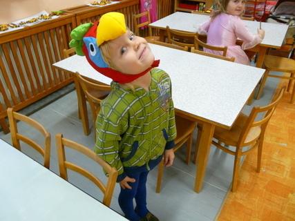 FOTKA - Ondra ve školce 3 - karneval,papoušek