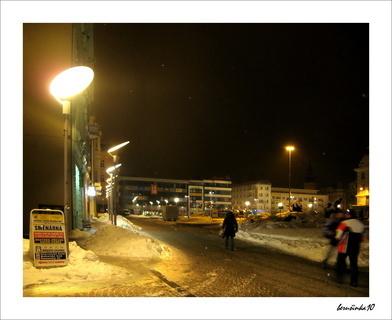 FOTKA - street foto - večerní  náměstí
