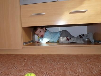 FOTKA - Tom�ek si spletl postel s mistem na suplik
