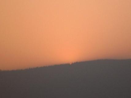FOTKA - sluničko už se schovalo za hory / Ještědský hřeben/ - 26.1.2010.