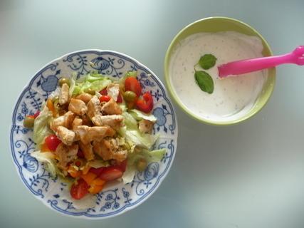 FOTKA - Zeleninový salát s kuřetem a jogurtovým dresinkem