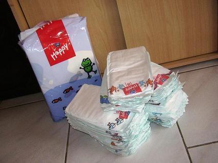 FOTKA - Výhra-balík plen(vyfocen už jen zbytek),balík podložek na přebalování a vlhčené ubrousky(ty už se spotřebovaly:-)