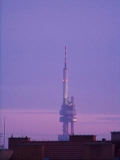 FOTKA - věž při svítání....