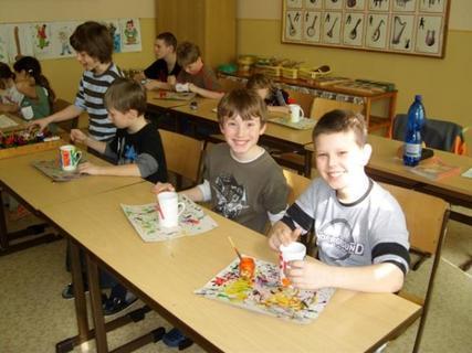 FOTKA - Filip ve škole při výrobě hrnečku