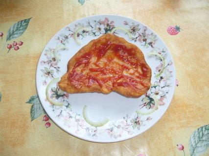 FOTKA - Langoše s česnekem a kečupem