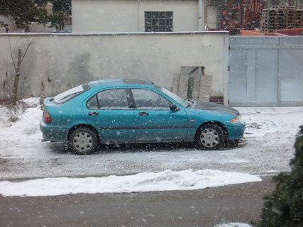 FOTKA - Sněží nám na auto