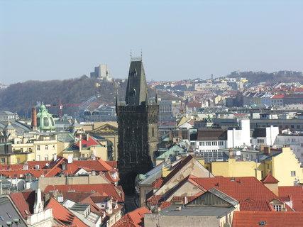 FOTKA - výhled ze Staroměstské radnice (Prašná brána, v pozadí Vítkov)