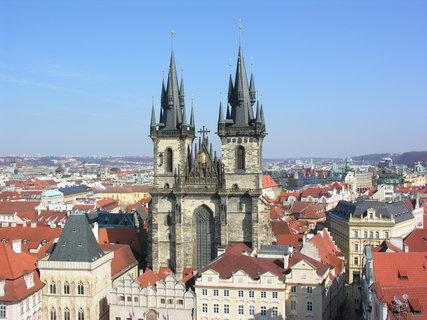 FOTKA - výhled ze Staroměstské radnice (Chrám Matky boží před Týnem)