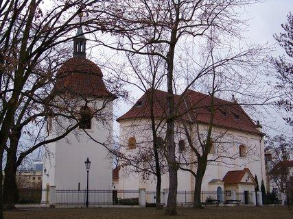 FOTKA - kostel s parčíkem,,