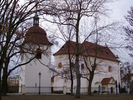 FOTKA - kostel s par��kem,,
