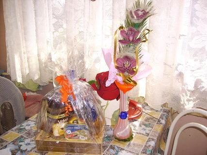 FOTKA - kytka a dáreček