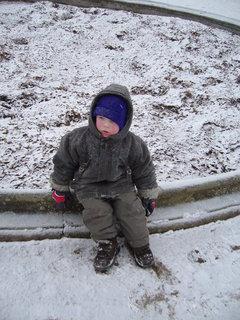 FOTKA - Honzík v zasněženém parku.