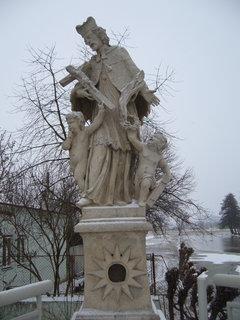 FOTKA - socha na mostě.