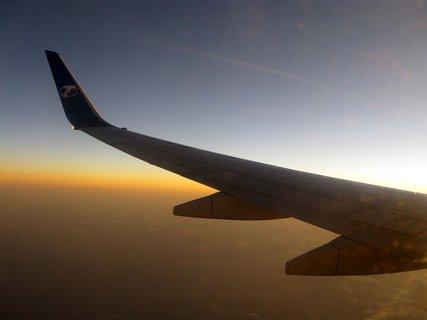 FOTKA - ... a ještě křídlo letadla se západem slunka