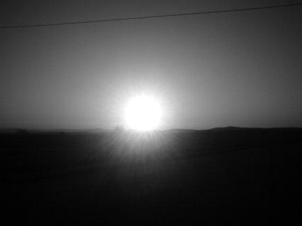 FOTKA - Černobílý západ