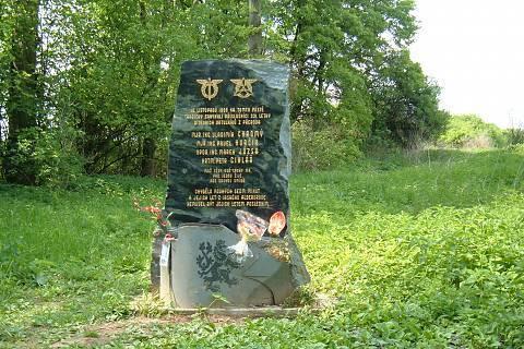 FOTKA - nový památník parašutistů