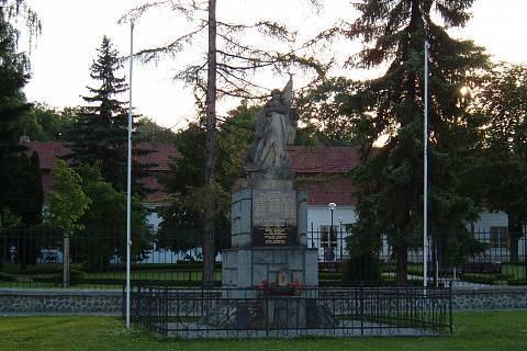 FOTKA - památník před lázněmi