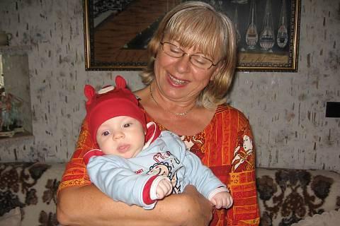 FOTKA - Adélka s babičkou