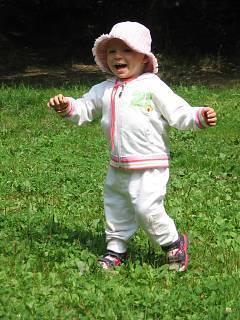 FOTKA - Hurá, umím chodit !!
