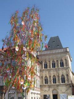 FOTKA - Velikonoce na Staroměstském náměstí v Praze (dům U Kamenného zvonu)