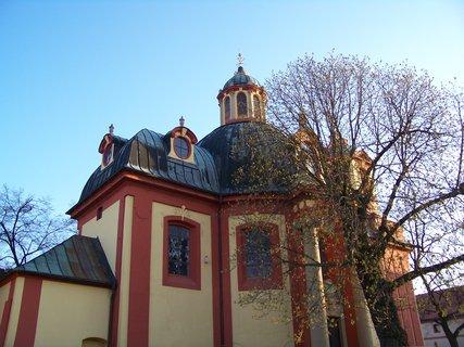 FOTKA - Kostel Kunratice - jaro