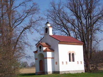 FOTKA - malý kostelík u Průhonic