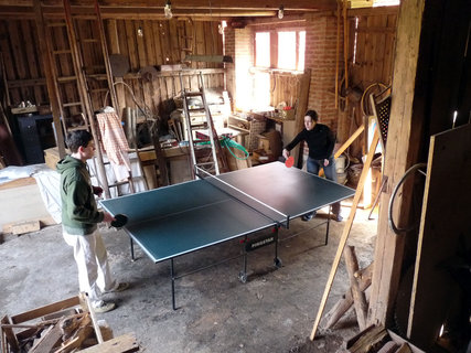 FOTKA - Sportuje se ve stodole.