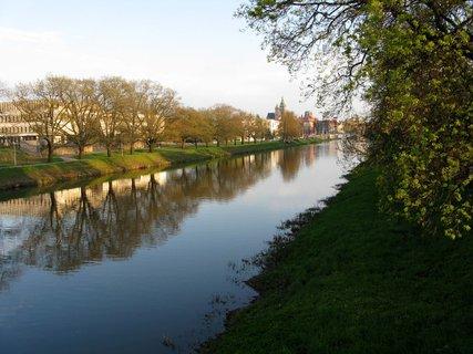 FOTKA - Řeka Labe s jarními břehy ,