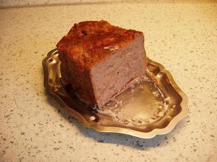 FOTKA - tvarůžková sekaná -resp.sekaná dle zvyku a chuti s přidanými tvarůžky a pečeno v domácí pekárně (samozřejmě bez vrtulí) čímž tvarůžky nevytečou, nemají kam :-)