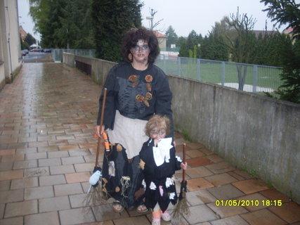 FOTKA - neupálené čerodějnice na sletu..mamina a Adélka