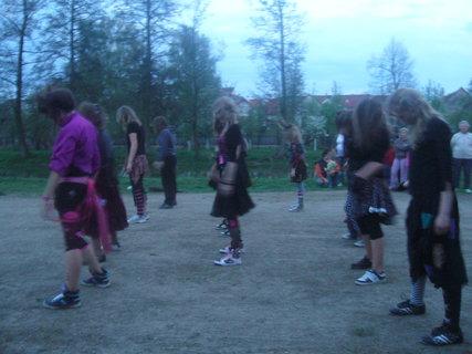 FOTKA - Čarodějky si připravily představení.
