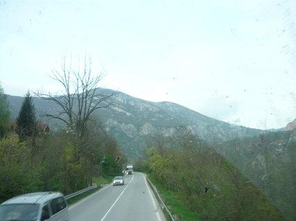 FOTKA - můj výlet do Turecka - Srbské hory bohužel přes špinavé okno