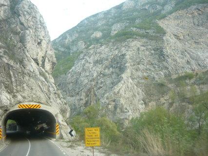 FOTKA - můj výlet do Turecka - Srbské hory vjezd před tunelem,,,
