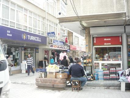 FOTKA - jedna z uliček Istanbulu jeho předměstí