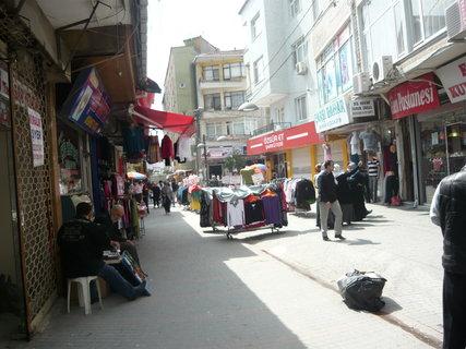 FOTKA - jedna z uliček Istanbulu jeho předměstí2