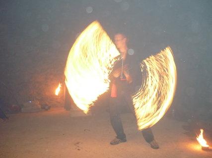 FOTKA - ohnova sou ve sklepeni(kvuli tme horsi kvalita
